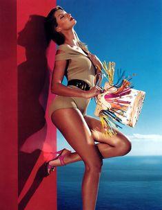 Campaign: Louis Vuitton Season: Spring 2006 Photographer: Mert Alas & Marcus Piggott Model(s): Gisele Bundchen