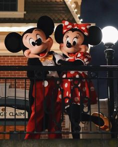 Mickey Mouse Tattoos, Mickey Mouse Art, Mickey Mouse Wallpaper, Mickey Mouse And Friends, Disney Wallpaper, Disney Dream, Disney Love, Disney Magic, Disney Art