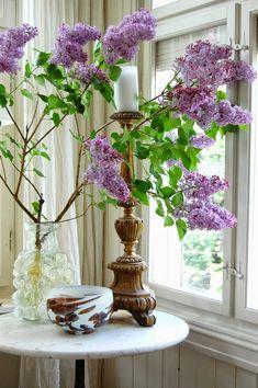 Beautiful Lilac Vignette | ChâteauDeKonstanse.blogspot.com