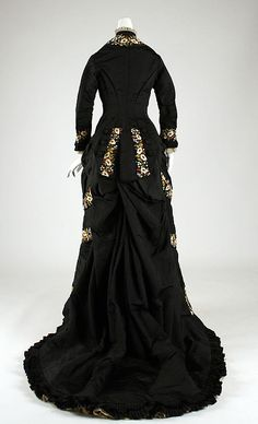 1878-79 ___ Dinner Dress by Mon. Vignon ___ silk & cotton ___ French (Paris) ___ at The Metropolitan Museum of Art ___ photo 3
