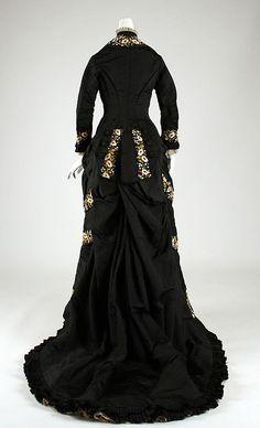 1878-79 ___ Dinner Dress by Mon. Vignon ___ silk & cotton ___ French (Paris) ___ at The Metropolitan Museum of Art ___ photo 3