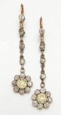 GOLD, PLATINUM AND DIAMOND EARRINGS, CIRCA 1915 26 diamonds approx 1.70 cts.