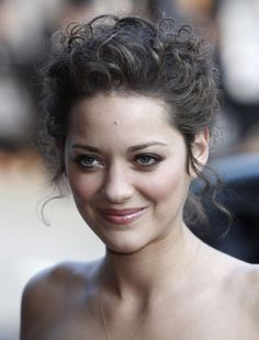 Posts about Marion Cotillard written by iprime Marion Cotillard Hair, Marion Cottilard, Meghan Markle, Curled Hairstyles, Wedding Hairstyles, Hairdos, French Actress, Cut And Color, Mannequins