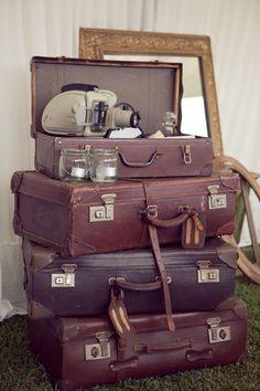 vintage travel cases  トランクと額縁を飾りたい