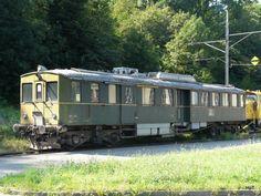 BMK - Triebwagen ABDe 2/4 155 (ex GFM) abgestellt in Kallnach am 01.08.2009 Swiss Railways, Locomotive, Display Stands, Paths, Iron, Vehicles, Ideas, Locs