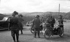 Italian Bersaglieni (elite light infantry) mingle with German trps in Yugoslavia. 1941