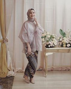38 ideas party dress lace receptions for 2019 Kebaya Lace, Kebaya Hijab, Kebaya Dress, Kebaya Muslim, Muslim Dress, Modest Outfits, Chic Outfits, Modest Clothing, Boho Dress