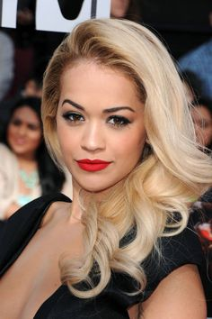 10 Best Hair Highlights - Celebrities with Blonde Highlights and Sun Dipped Tips Rita Ora, Braid Styles For Girls, Celebrity Makeup, Blonde Highlights, Platinum Highlights, Celebrity Hairstyles, Jennifer Aniston, Beauty Secrets, Beauty Tips