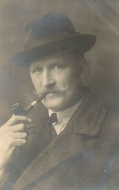 Glasgow-Gentleman-smoking-a-Peterson-Pipe-1910.jpg (281×450)