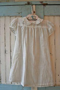Old baby dress Vintage Baby Dresses, Vintage Outfits, Vintage Baby Clothes, Vintage Girls, Vintage Children, Baby Outfits, Cool Outfits, Moda Vintage, Vintage Wood