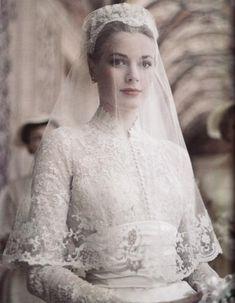 Gracia con su vestido de novia de Helen Rosa, la diseñadora de MGM ( 1956).