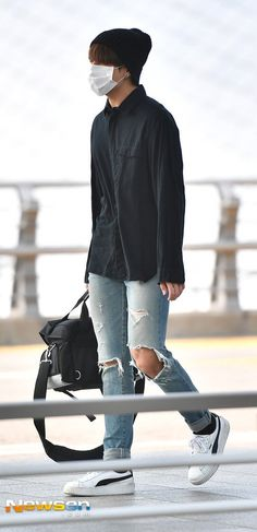 Find images and videos about bts, jungkook and park jimin on We Heart It - the app to get lost in what you love. Bts Airport, Airport Style, Airport Fashion, Airport Outfits, Kpop Outfits, Bts Bangtan Boy, Bts Jimin, Got7, Korean Fashion