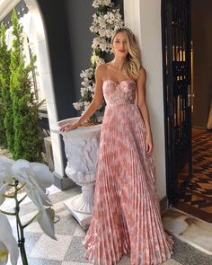 Exceptional women dresses are readily available on our site. Take a look and you wont be sorry you did. Event Dresses, Ball Dresses, Ball Gowns, Prom Dresses, Summer Dresses, Formal Dresses, Pretty Dresses, Beautiful Dresses, Pretty Outfits