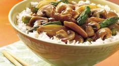 Chicken, Mushroom and Asparagus Stir-Fry.A delicious stir-fry ready in just 25 minutes! This tasty chicken, mushroom and asparagus dish served with rice is perfect for an Asian dinner. Asparagus Stir Fry, Asparagus Dishes, Asparagus Recipe, Asparagus Spears, Asian Recipes, Healthy Recipes, Chinese Recipes, Chinese Food, Thai Recipes
