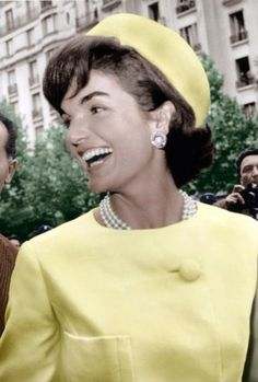 "This is a photo of First Lady, Jackie Kennedy, who was a fashion icon of the She popularized the pillbox hat, which she is wearing pictured here. Jackie was considered the ""American Princess"" because everybody wanted to look and be like her. Jacqueline Kennedy Onassis, Caroline Kennedy, John Kennedy, Estilo Jackie Kennedy, Les Kennedy, Jaqueline Kennedy, Carolyn Bessette Kennedy, Jackie O's, Jackie Kennedy Quotes"