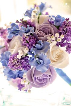Bouquet of porcelain never wither Cold porcelain - is accessible, cheapest and most malleable material for molding today. Working with cold porcelain is absolutely safe and does not. Fondant Flowers, Sugar Flowers, Fabric Flowers, Paper Flowers, Beautiful Flower Arrangements, Floral Arrangements, Beautiful Flowers, Wedding Bouquets, Wedding Flowers