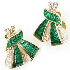 Trifari 'Alfred Philippe' Invisibly Set Emerald Bowknot Clip Earrings