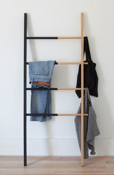 Functionality meets statement piece in this adjustable ladder with four rungs that can be used to hold towels, clothes and shoes or as a decorative way to display throw blankets.