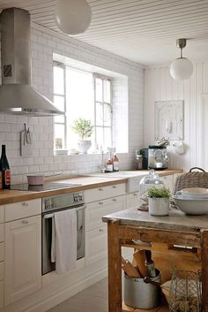 Red and white kitchen decor l shaped kitchen design,latest model kitchen designs small kitchen interior,buy kitchen cabinets discount kitchen cabinets. Shabby Home, Shabby Chic Kitchen, Farmhouse Kitchen Decor, Kitchen Interior, New Kitchen, Kitchen White, Kitchen Island, Island Table, Kitchen Ideas