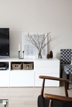 Biała szafka / kredens pod telewizor - zdjęcie od cleo-inspire - Salon - Styl Skandynawski - cleo-inspire