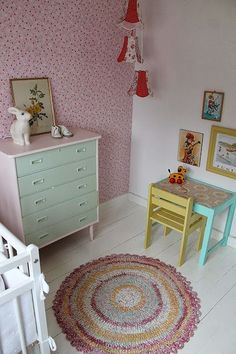 The house by the bay: Pictures of kids room Nursery Room, Kids Bedroom, Vintage Girls Rooms, Ikea Table, Little Girl Rooms, Kid Spaces, Kidsroom, Coloring For Kids, New Room