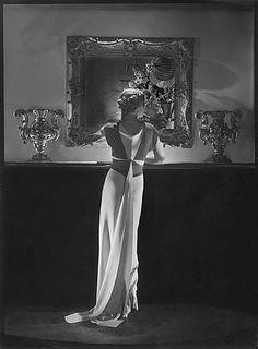 Augustabernard Dress (Helen Wedderburn) - George Hoyningen-Huene.
