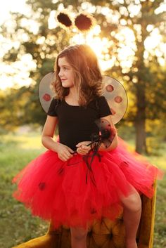 Is your daughter crazy over ladybugs?  She'll love this tutu set!