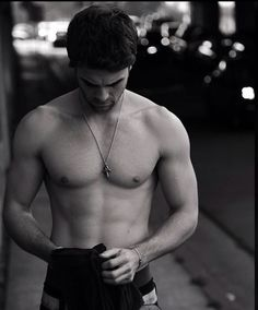 Nathaniel buzolic shirtless !!! Omg can't breath  hkjahxkfkakajalkfdhd