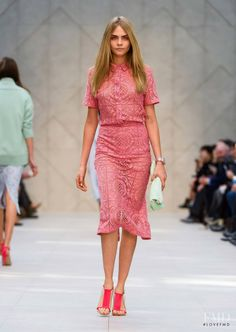 Photo feat. Cara Delevingne - Burberry Prorsum - Spring/Summer 2014 Ready-to-Wear - london - Fashion Show | Brands | The FMD #lovefmd