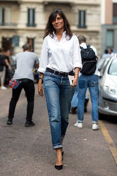 It's fashion editors' favorite style move. Heres how to wear heels with your jeans and look like a street style fashion plate in the process. Casual Outfits, Summer Outfits, Fashion Outfits, Fashion Tips, Style Fashion, Gold Fashion, Fashion Jewelry, Casual Chic, How To Wear Heels
