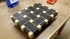End Grain Cutting Board End Grain Cutting Board, Diy Cutting Board, Wood Cutting Boards, Cool Woodworking Projects, Fine Woodworking, Wood Projects, Wooden Chopping Boards, Wood Creations, Wood Patterns