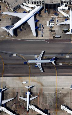 lax Terminal top down. Military Jets, Military Aircraft, Photo Avion, Airport Design, New Aircraft, Aviation Industry, Commercial Aircraft, Civil Aviation, United Airlines
