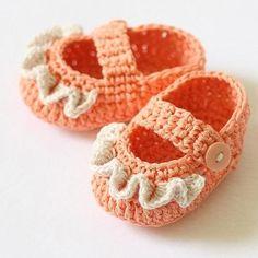 Baby Booties Crochet PATTERN pdf file Ruffle by monpetitviolon Booties Crochet, Crochet Baby Booties, Crochet Shoes, Crochet Slippers, Cute Crochet, Crochet For Kids, Crochet Crafts, Yarn Crafts, Crochet Projects
