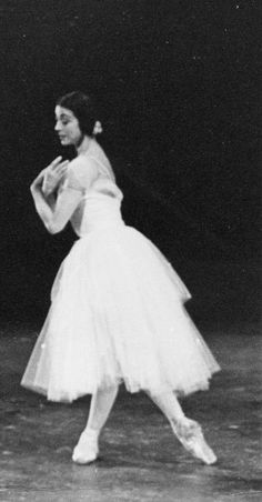 Margot Fonteyn in her later years, bringing some dignity to an interesting time in fashion. #1970s #FashionAndBallet #capeziostudio2street