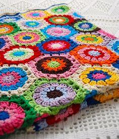 Colorful Crocheted Blanket @Maria Rojas miiiiraaaaaaaa maaaaaa!!!!