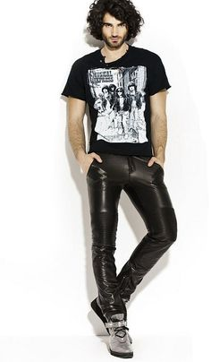 Leatherpants_22 by Officeleather, via Flickr