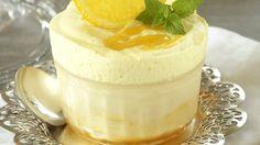 Denne desserten er luftig, lett og litt syrlig. Perfekt å servere etter en tung middag.