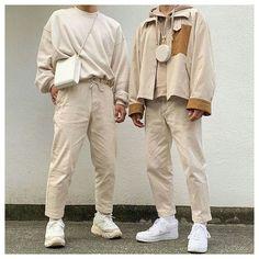 Beige Pants Outfit, Khaki Pants Outfit, Pantalon Streetwear, Mode Streetwear, Nude Outfits, Trendy Outfits, Look Street Style, Look Man, Korean Fashion Men