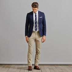 Chinos And Blazer Men, Blazers For Men, Slim Fit Chinos, Khakis, What Are Chinos, Dresscode Business, Navy Blazer Outfits, Cotton Blazer, Groom Outfit