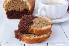Babka Caffe latte to w internecie jeden z popularniejszych wypieków. Łączy w sobie trzy warstwy ciasta: jasną o maślanym smaku, ciemniejszą o smaku kawy lub cappuccino i warstwę kakaową.