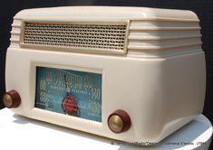 General Electric 201 Six Tube Radio Spark Gap, Radio Design, Retro Radios, Television Set, The 5th Of November, General Electric, Retro Ideas, Art Deco, Vinyls