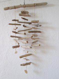 mobile bois flotté et coquillages, décoration nature : Accessoires de maison par maskott
