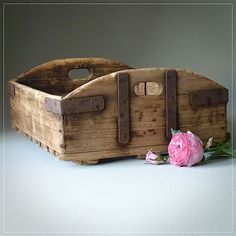 Beautiful old French beer crate with metal brackets - full of rustic charm. Old Crates, Wooden Crates, Wood Pallets, Reclaimed Wood Projects, Wooden Projects, Wood Crafts, Into The Woods, Barn Wood, Rustic Wood