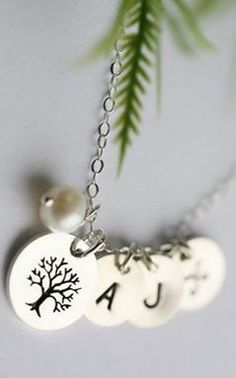 family tree necklace. love!