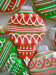 Oh Sugar Events: Christmas Ornaments cookies Christmas Sugar Cookies, Christmas Sweets, Christmas Cooking, Christmas Goodies, Holiday Cookies, Christmas Ornaments, Christmas Tree, Fancy Cookies, Cute Cookies