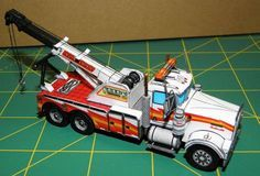 This vehicle paper model is a Kenworth W900 Wrecker Tow Truck, a Kenworth Class 8 truck model, the papercraft is created by MiRo, and the scale is in 1:100.