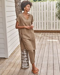 Image of Relaxed linen tunic Linen Trousers, Linen Tunic, Mode Outfits, Fashion Outfits, Summer Outfits, Casual Outfits, Women's Casual, Tunic Sewing Patterns, Tunic Designs