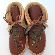 Cedar beaded design on moccasins. Drum, Moccasins, Fashion Ideas, Indian, Flats, Bag, Shoes, Design, Toe Shoes