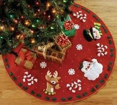 Christmas tree skirt pattern candy canes ideas for 2019 Felt Christmas, Christmas Colors, Christmas Time, White Christmas, Christmas Stockings, Christmas Crafts, Christmas Decorations, Christmas Ornaments, Christmas Things