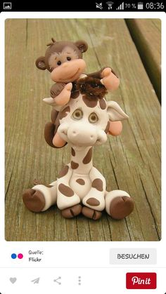 Clay monkey and giraffe Polymer Clay Figures, Polymer Clay Animals, Fondant Figures, Fimo Clay, Polymer Clay Projects, Polymer Clay Creations, Fondant Cake Toppers, Fondant Cakes, Cupcake Toppers